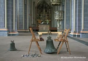 Rechts: Stimmglocke St. Martini um 1300