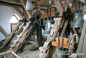 Neue Glocken in historischem Glockenstuhl