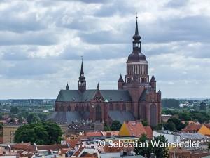 Die Marienkirche Stralsund vom Nikolaikirchturm aus gesehen