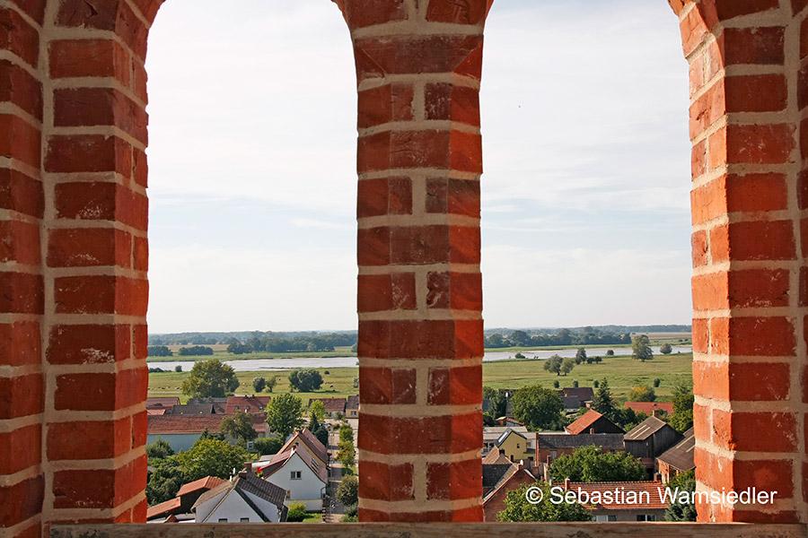 Blick aus Sandaus Kirchturm auf die Elbe