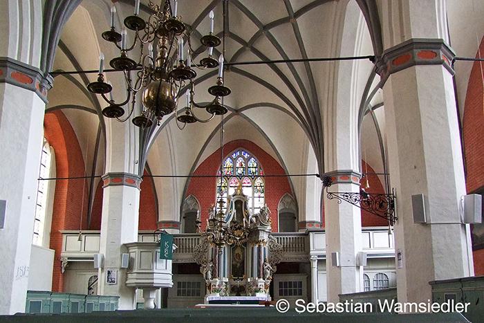 Blick auf den Altar der Heilgeistkirche in Stralsund