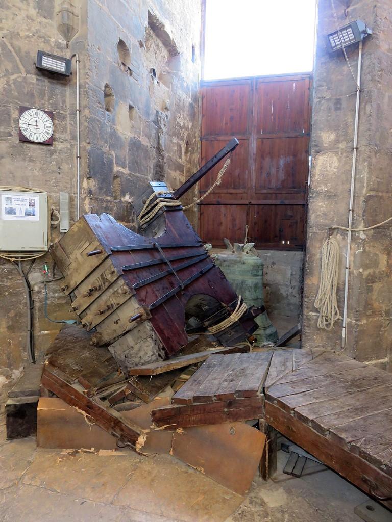 Abgestürzte Glocke mit Joch, Foto: AVAN, Erzbistum Valencia