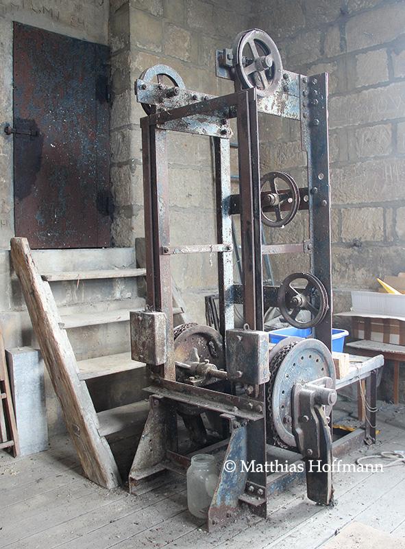 HistorischeLaeutemaschine_04