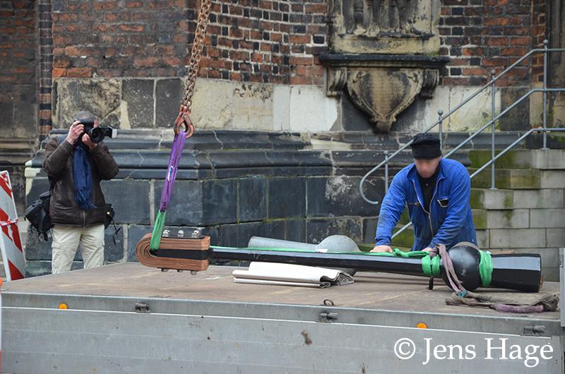 Anlieferung des neuen Klöppels an der Marktkirche Hannover
