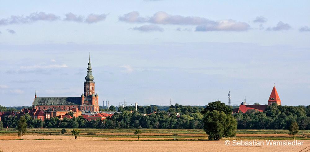 Greifswalder Dom (links) mit St. Jacobi (rechts)